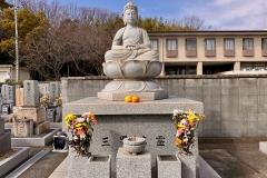 万霊塔と阿弥陀仏